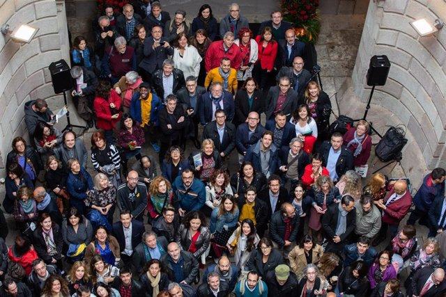 Desayuno de escritores del Ayuntamiento de Barcelona en el Palacio de la Virreina con motivo de Sant Jordi