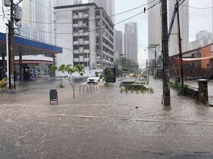 Al menos dos muertos y casi 5.400 evacuados por las inundaciones en el norte de Argentina