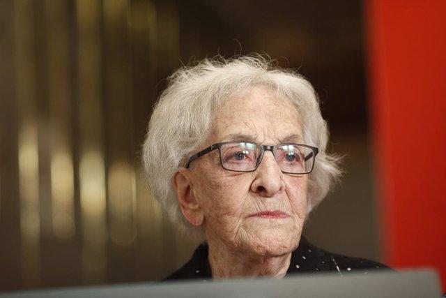 Ida Vitale, Premio Cervantes 2018, deposita su legado en la Caja de las Letras del Instituto Cervantes