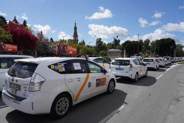 Protesta de taxistas en Sevilla por el borrador de la Junta sobre los VTC.