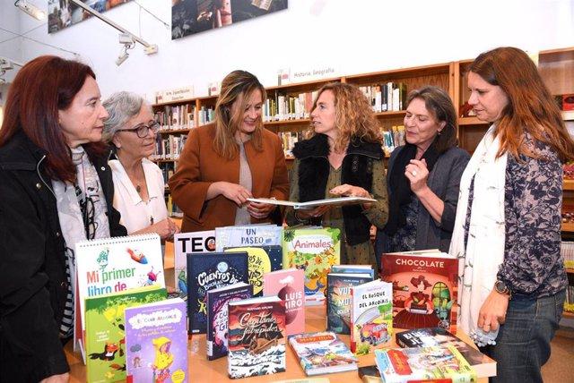 Sevilla.- La Red de Bibliotecas celebra el Día del Libro con donación de libros de Fundación Lara y diversas actividades