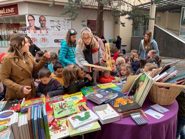 Sant Jordi.- 'Sóc més de l'Oest', del Sr Postu, entre los libros más vendidos en Lleida