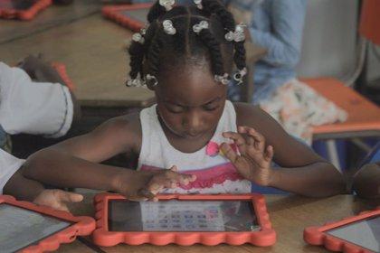 Un total de 350 niños en riesgo de exclusión social de Colombia estudiarán inglés en la escuela con la app de Lingo