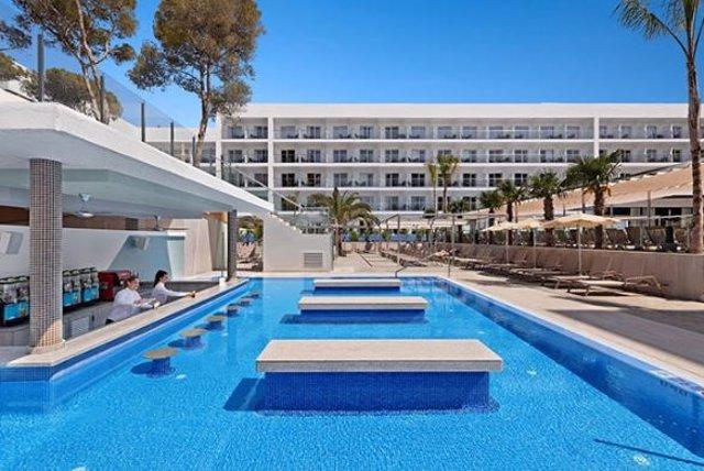 Riu inaugura un hotel en Mallorca tras derribar el antiguo y construir otro nuevo de más estrellas