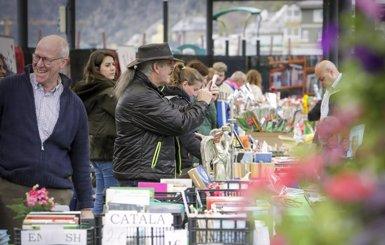 Andorra surt al carrer malgrat el mal temps i les vacances escolars (SFG)