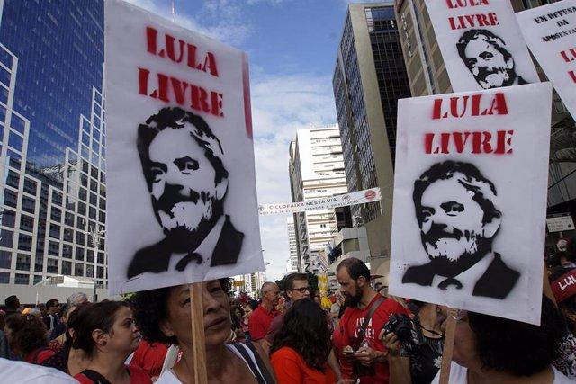 Supporters of Lula da Silva protest in Sao Paulo