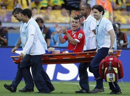 El chileno Gary Medel subre una lesión de tobillo y podría perderse la Copa América