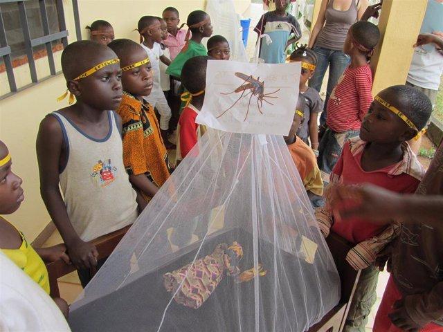 La Fundación Recover acompaña a colegios en Camerún para que aprendan a identificar de forma precoz casos de malaria