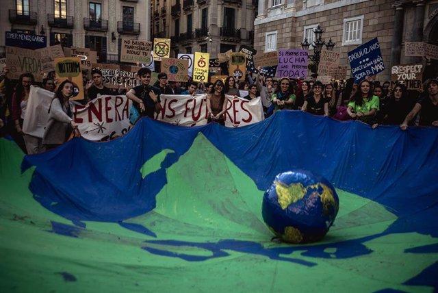 Jóvenes españoles se suman a la huelga internacional del clima del 15 de marzo con convocatorias en todo el país
