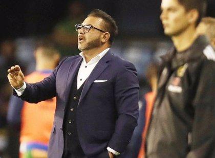 Antonio Mohamed dimite como entrenador de Huracán