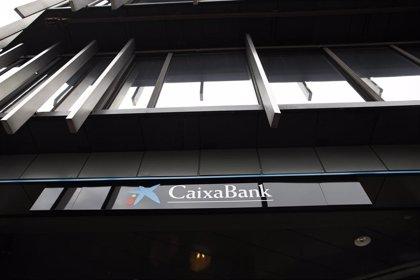 La dirección de CaixaBank accede a valorar un aumento de las indemnizaciones en las salidas del ERE