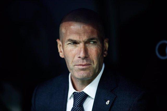 """Fútbol.- Zidane: """"Para mí Benzema es el mejor 'nueve' del mundo, pero luego cada uno que opine"""""""