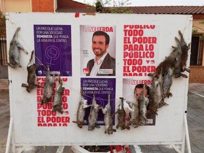 Garzón denuncia que la publicidad de IU ha amanecido 'decorada' con 16 conejos muertos en un pueblo de Toledo-