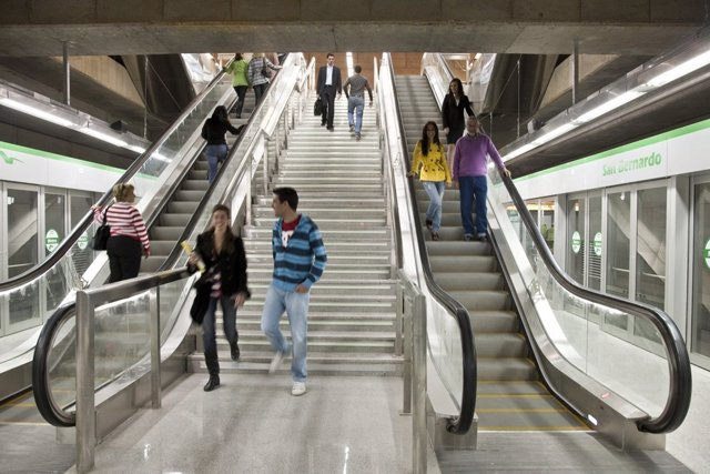 Sevilla.- Plantilla del metro suspende la huelga el Jueves Santo y estudia la cobertura de la Madrugada