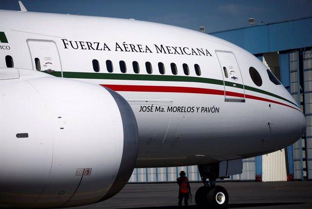 México.- Un total de 14 compradores se interesan por el avión presidencial de México, puesto en venta por López Obrador