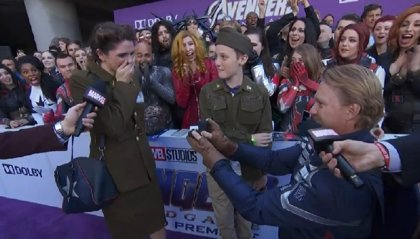 Un hombre vestido de Capitán América pide matrimonio a su mujer en el estreno de 'Vengadores: Endgame'