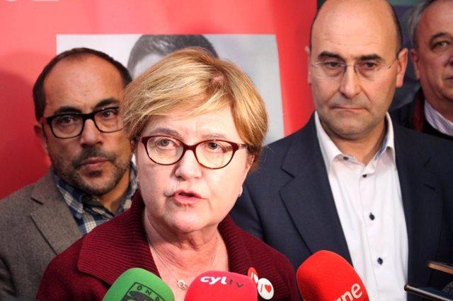 Foto mía. Isaura Leal con los candidatos del PSOE en Soria