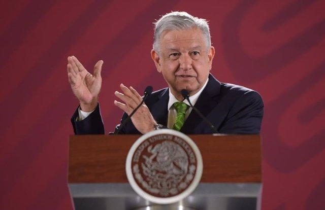 """López Obrador condena la masacre de Minatitlán y afirma que es fruto de la política """"antipolular"""" que heredó"""
