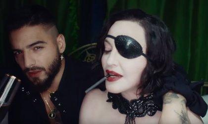 Madonna (vestida por Palomo Spain) lame los pies de Maluma en el sensual videoclip de Medellín