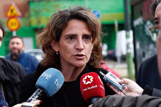 El candidato del PSOE a la Alcaldía de Madrid y la ministra de Transición Ecológica visitan la estación de control de contaminación atmosférica de Plaza Elíptica