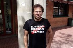 JUDICI 1-O:La policia expulsa de la sala un exregidor de la CUP de Sabadell per dur 'Llibertat presos polítics' a la samarreta (ACN)
