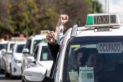 Unión Sevillana del Taxi y Solidaridad alegan al borrador de los VTC en demanda de un mínimo de precontratación