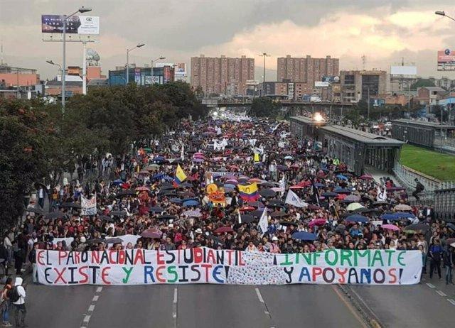 Los colombianos se movilizan para rechazar el Plan de Desarrollo de Duque y defender la paz