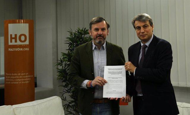 Archivo.- HazteOir.org firma el manifiesto de la asociación 'Salvar el Archivo de Salamanca'