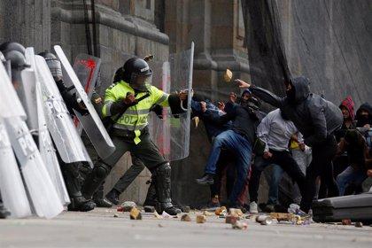 AMP.-Colombia.- Enfrentamientos entre la Policía y manifestantes en Bogotá en medio del paro nacional contra el Gobierno