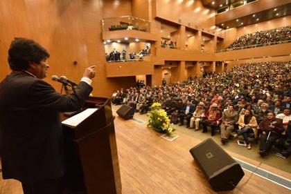"""Ministros bolivianos consideran la """"estabilidad política"""" clave en el """"milagro"""" económico"""