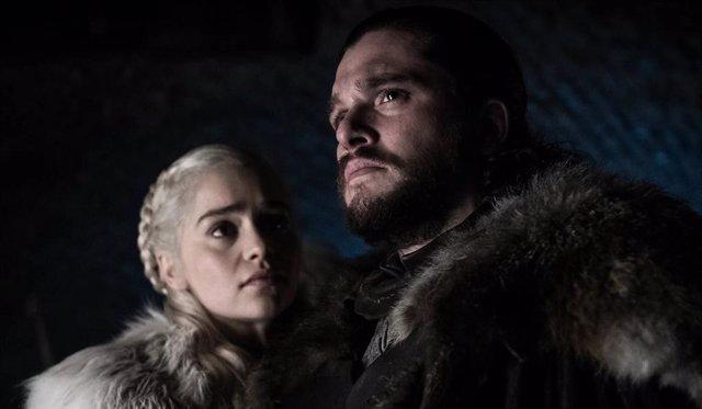 """Emilia Clarke defiende la actitud de Daenerys ante Jon Snow en Juego de Tronos: """"Él no quiere el Trono de Hierro"""""""
