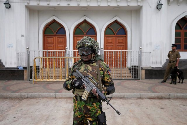 Sri Lanka.- Miles de soldados protegen a los musulmanes en Sri Lanka en el primer rezo del viernes tras los atentados