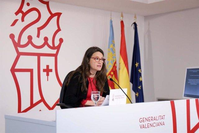 Mónica Oltra en la rueda posterior al pleno del Consell