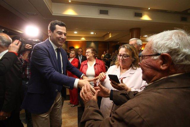 El presidente del PP-A, Juanma Moreno, participa en un desayuno con mayores en Almería