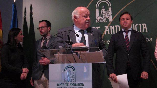 El consejero de Salud aclara que el PSOE pidió el informe sobre el contrato de Bernat Soria