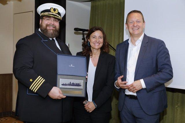 El Puerto de Barcelona recibe el primer crucero propulsado por gas natural licuado