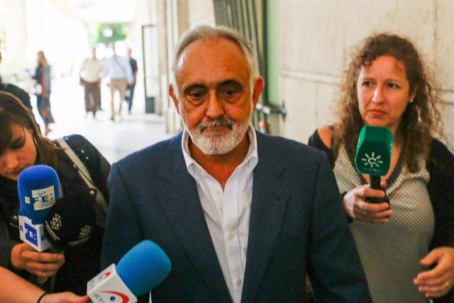 Fernando Villén, exdirector de la Faffe, tras declarar en los juzgados