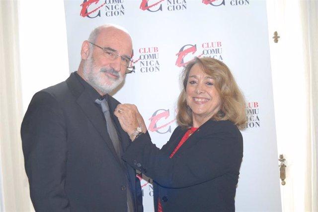 El escritor Fernando Aramburu recibe la 'C de Oro' del Club de la Comunicación por su novela 'Patria'