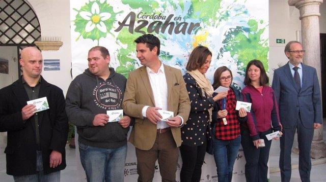 Córdoba.- Isabel Ambrosio y Pedro García se suman a la campaña del azahar que ha enviado ya 18.000 de 25.000 sobres
