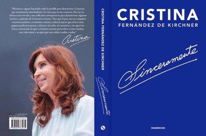Fernández de Kirchner cuenta en su libro por qué no le entregó los atributos a Macri