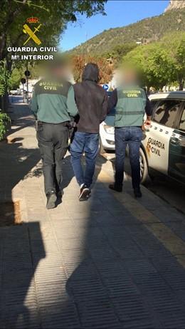 Alicante.- Sucesos.- Detenido en Calp por agredir sexualmente a una joven a la que también le robó el móvil