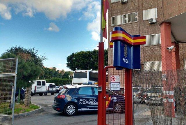 Almería.- Sucesos.- Detenidos cuatro jóvenes, tres de ellos menores, por supuestamente agredir a un taxista