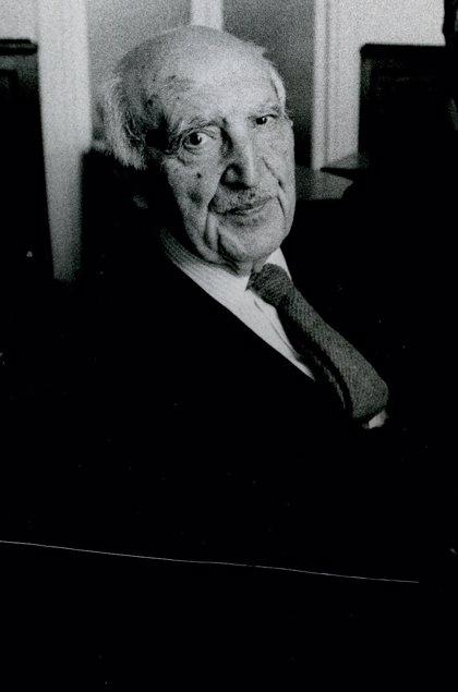 Antonio Fraguas: el puente que cruza el siglo XX para situar el idioma al límite de la modernidad