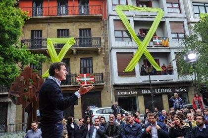 Los partidos han sufrido al menos quince 'escraches' o ataques, sobre todo las derechas en País Vasco y Cataluña