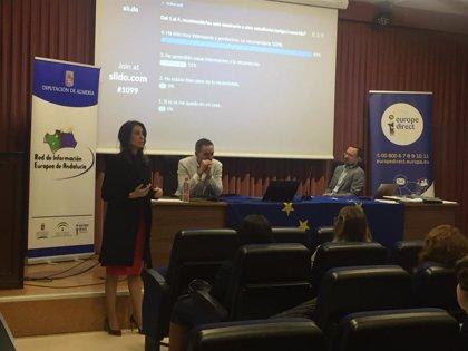 La Diputación de Almería acerca a los jóvenes de la UAL el empleo en las instituciones europeas