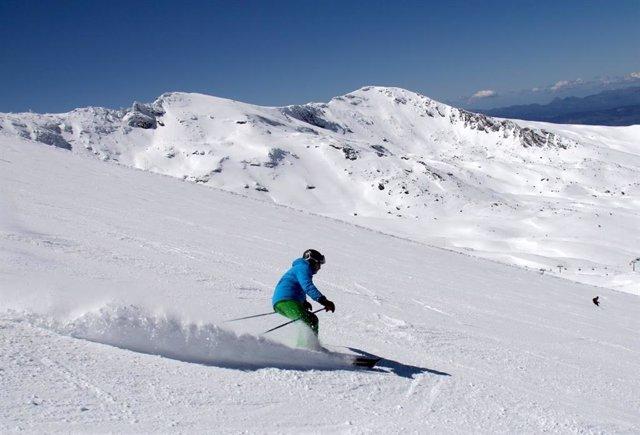 Sierra Nevada registra más de 18.000 esquiadores y una ocupación del 70% en el inicio de Semana Santa
