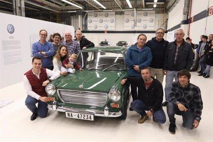 Volkswagen Navarra restaura el primer coche fabricado en la planta de Landaben, un Morris 1100 de 1966
