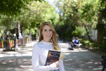 """Beatriz Maestro presenta en la Feria del Libro de Cáceres una novela que desmiente la """"leyenda negra"""" de la Inquisición"""
