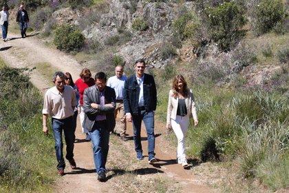 Pedro Sánchez pasa la jornada de reflexión con su familia en Anchuras (Ciudad Real), el pueblo natal de su padre
