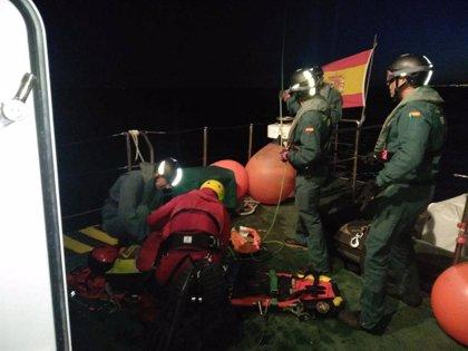 La Guardia Civil de Almería colabora con Salvamento Marítimo en dos simulacros de auxilio de personas en el mar